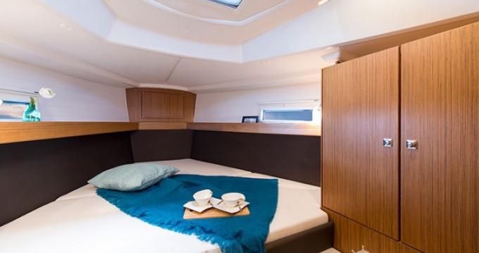 Alquiler de barcos Marina Borik barato de Cruiser 37