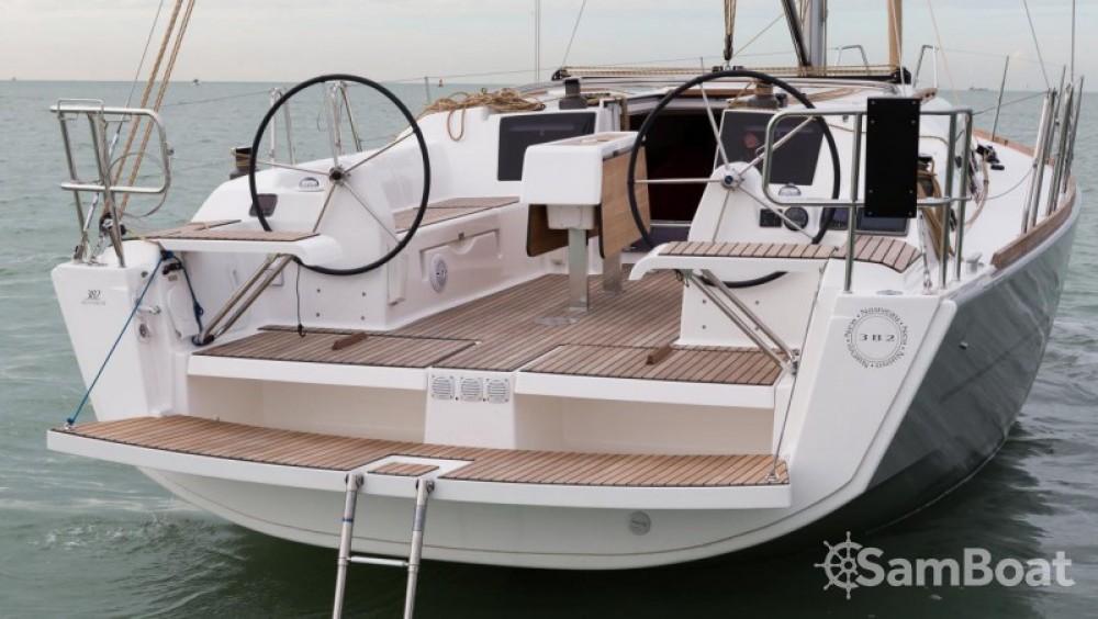 Boat rental Dufour Dufour 382 Grand Large in Port de plaisance d'Horta on Samboat