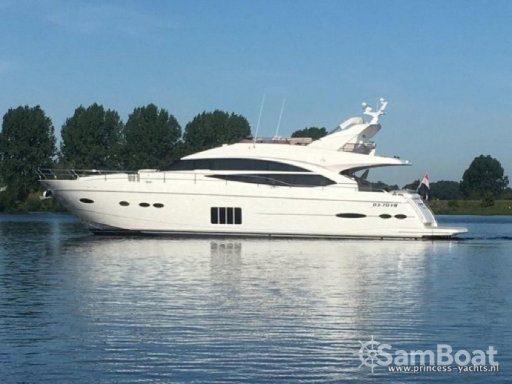 Hire Motor boat with or without skipper Princess-Yachts Marina LAV
