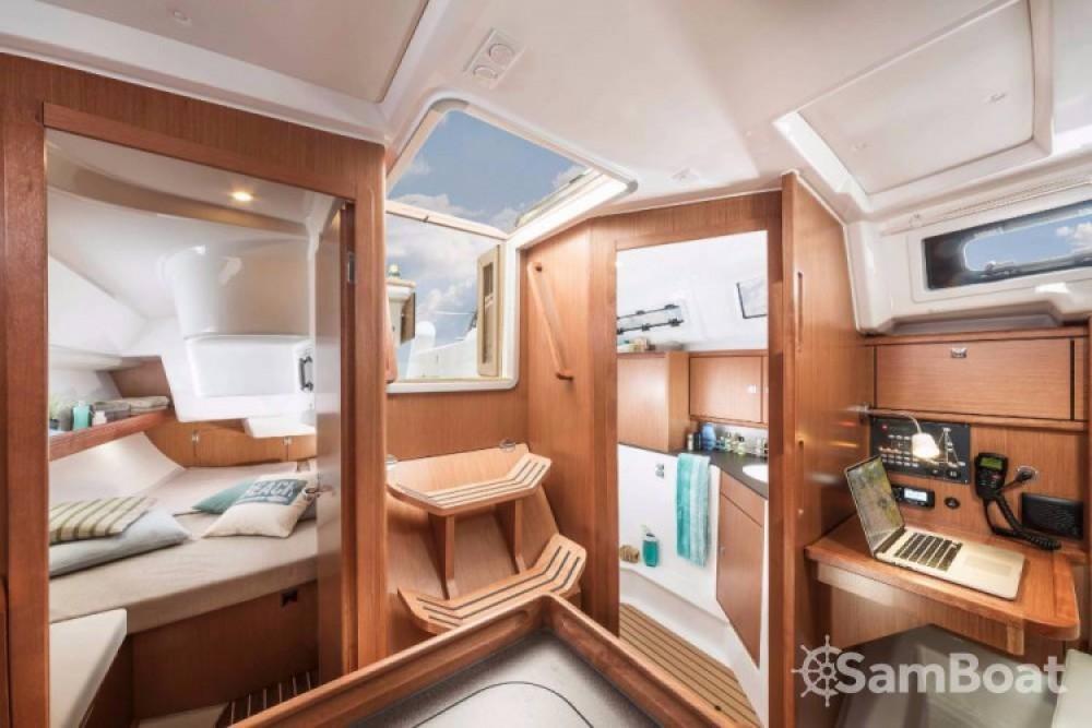 Boat rental Bavaria Cruiser 34 in Split on Samboat