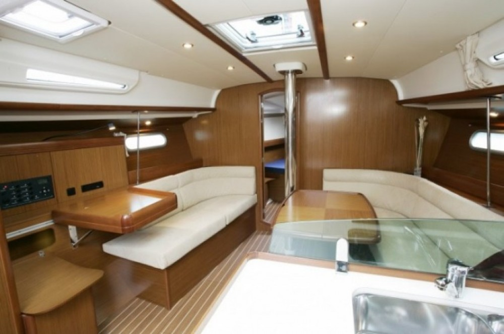 Jeanneau Sun Odyssey 42i entre particulares y profesional Central Greece