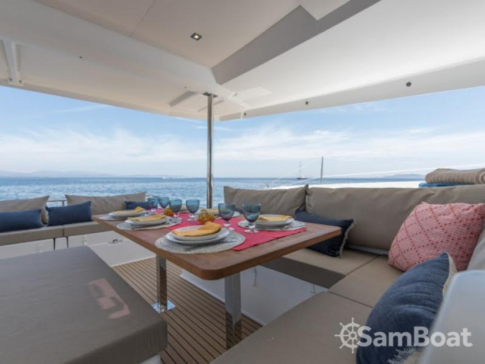 Fountaine Pajot Saona 47 entre particulares y profesional