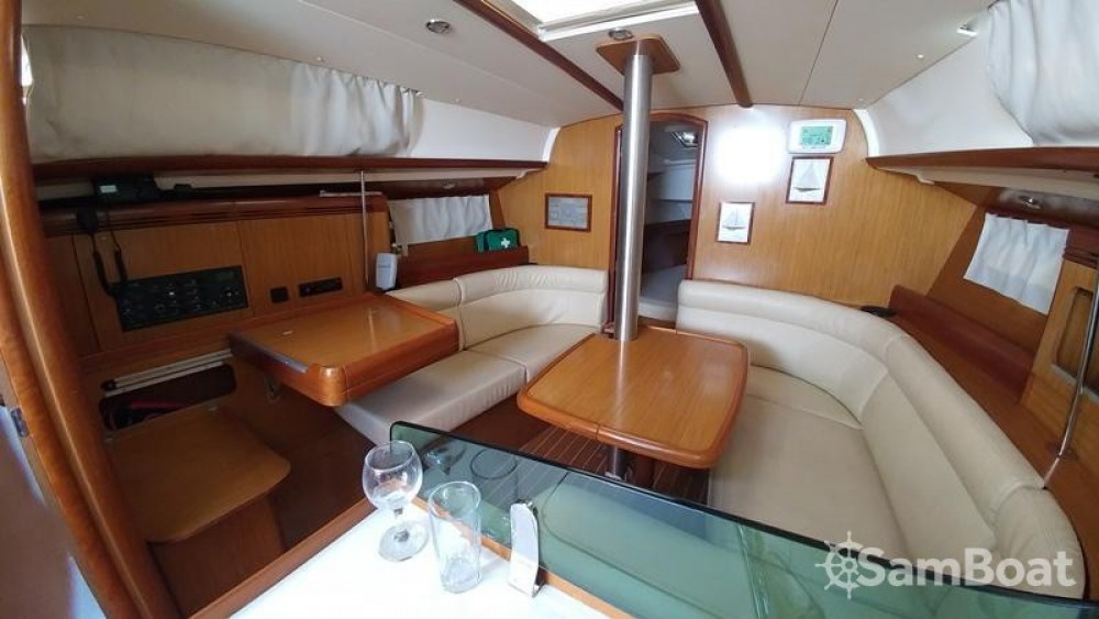 Jeanneau Sun Odyssey 36i between personal and professional Attica