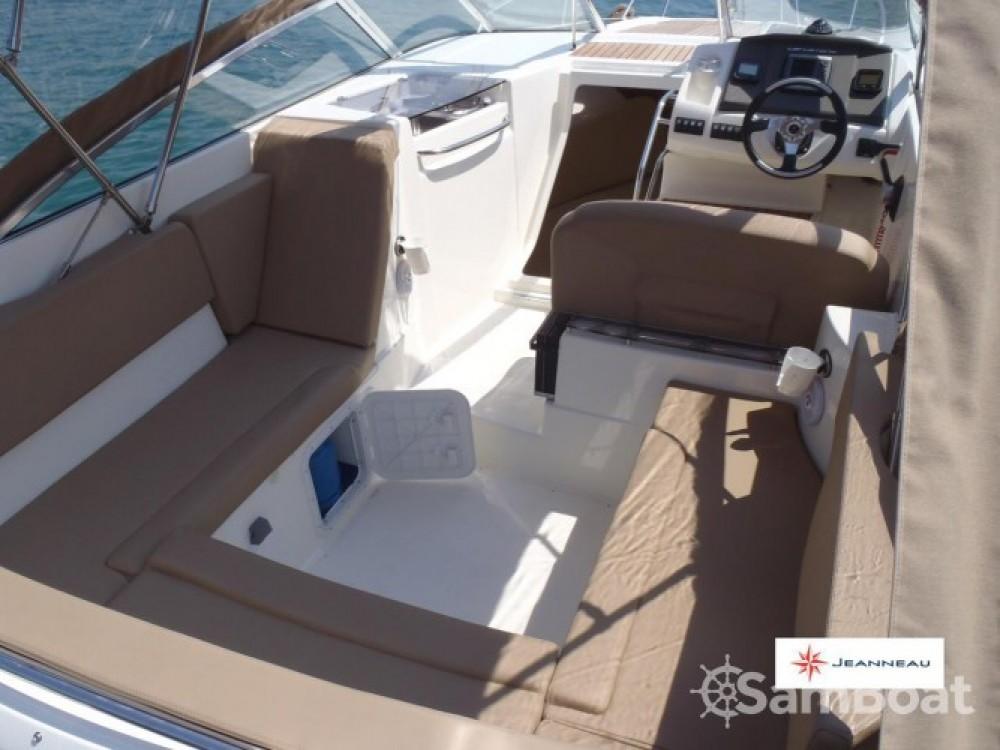 Rental Motor boat in Trogir - Jeanneau Cap Camarat 7.5 DC