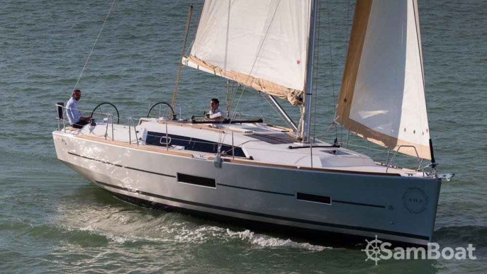 Rental Sailboat in Attica - Dufour Dufour 382 Grand Large