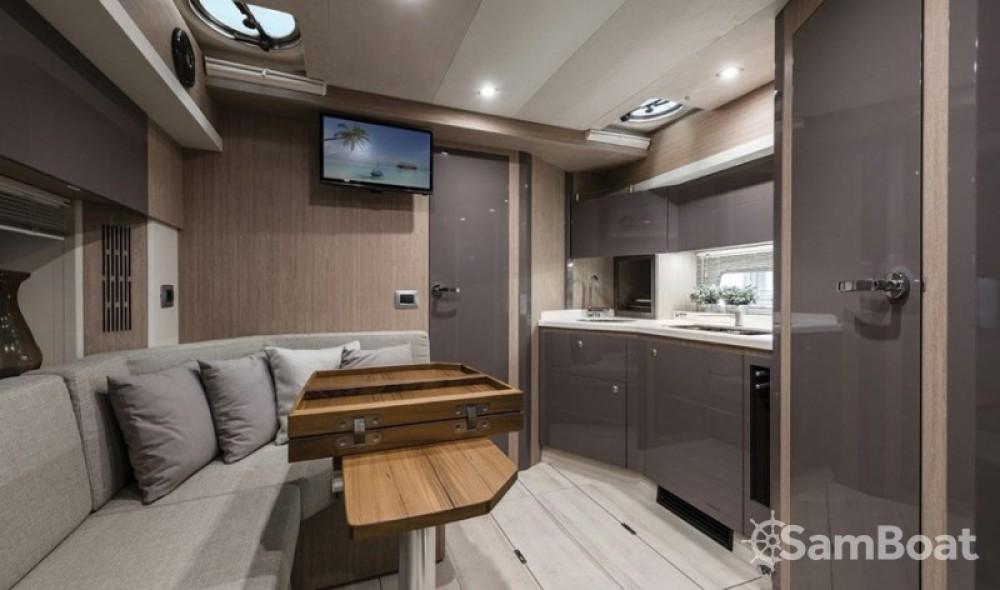 Alquiler Lancha en Marina LAV - Cranchi Z 35
