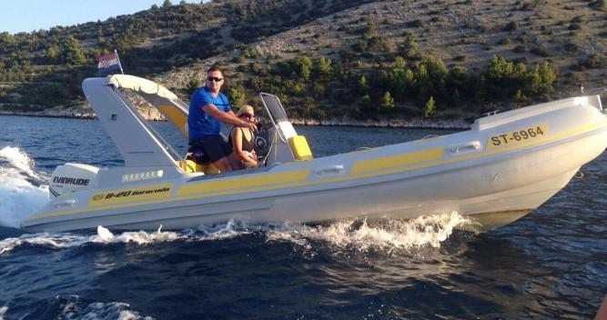 Louer Semi-rigide avec ou sans skipper Inmark-Marine à Trogir