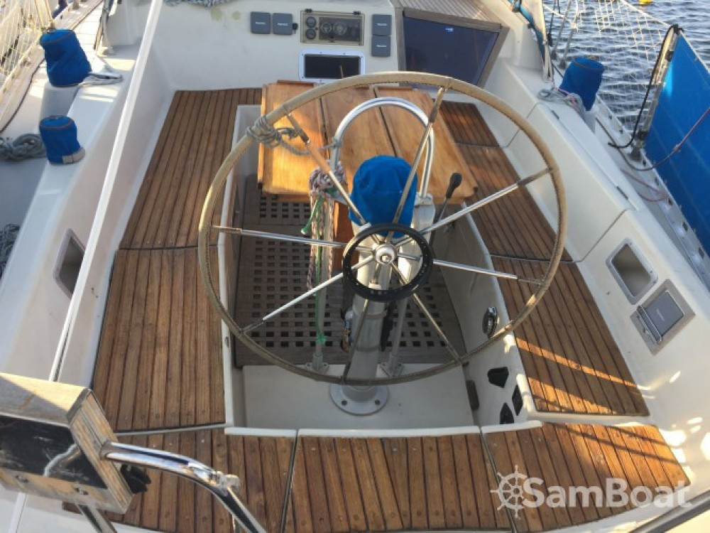 Hire Sailboat with or without skipper Bénéteau Martigues