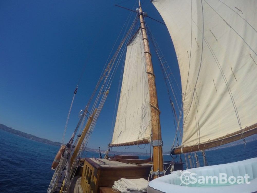 Boat rental Chantier-Brauer-Hambourg GOELETTE in Marseille on Samboat