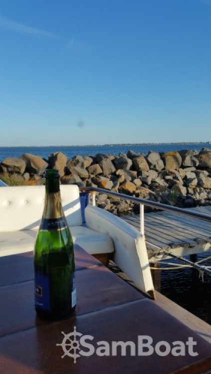 Hire Motor boat with or without skipper Super-Van-Craft Marseillan