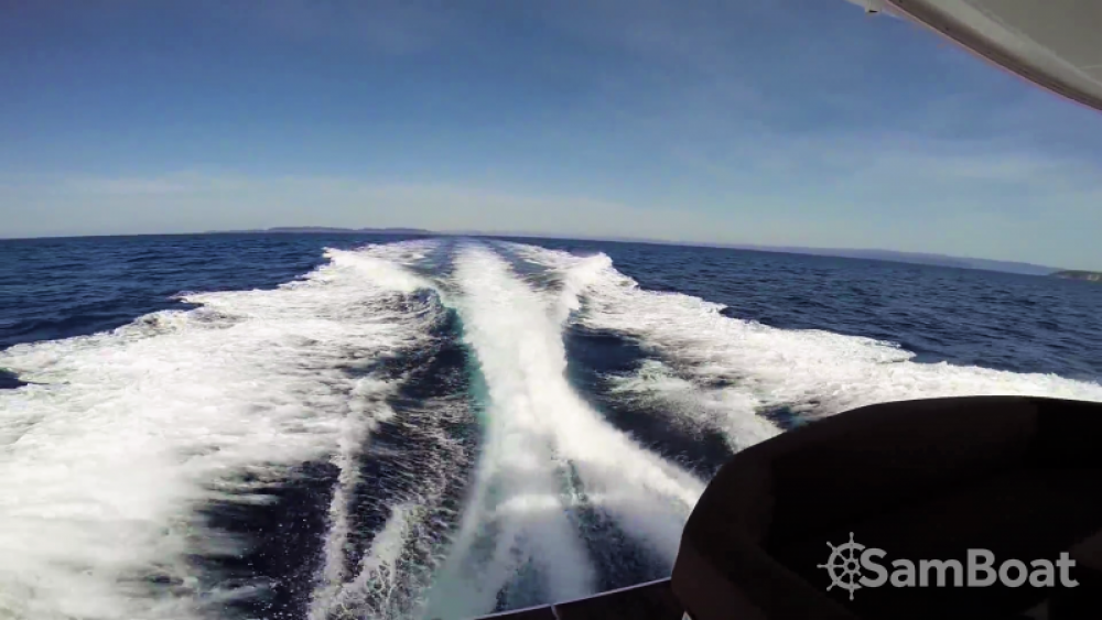 Hire Motor boat with or without skipper Bénéteau Saint-Tropez