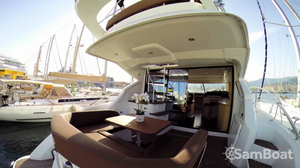 Motorboot mit oder ohne Skipper Bénéteau mieten in Saint-Tropez