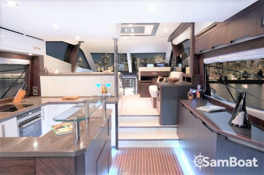 Galeon 550 FLY between personal and professional Saint-Raphaël