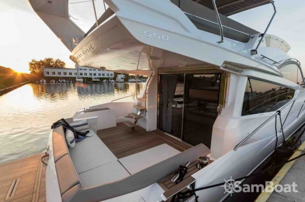 Rental yacht Saint-Raphaël - Galeon 550 FLY on SamBoat
