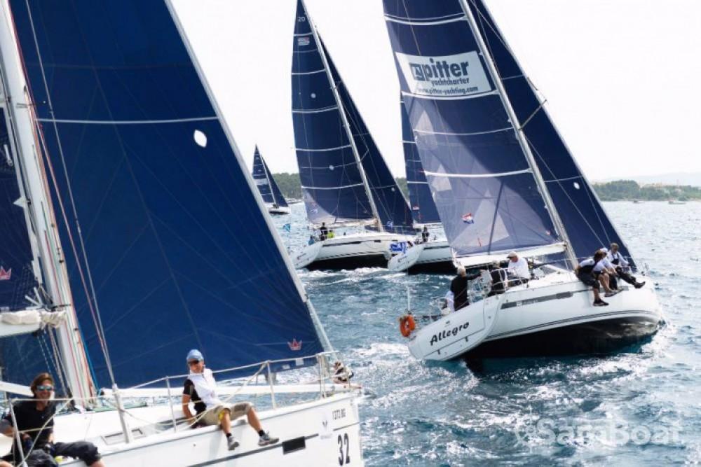 Rental Sailboat in Jezera - Bavaria R40