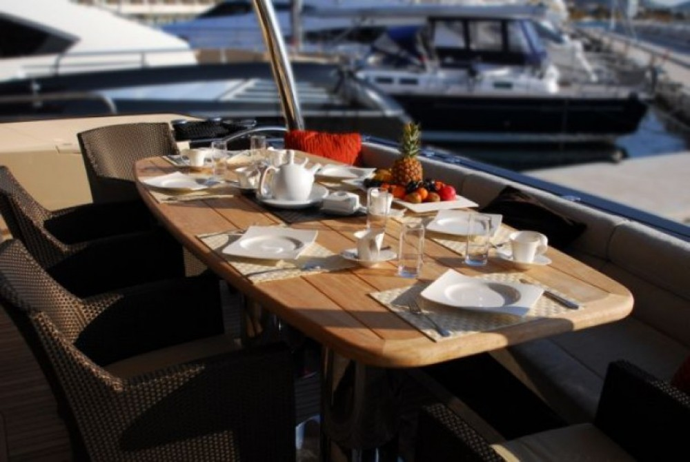 Motorboot mieten in Split - Sunseeker-International Sunseeker Yacht 86
