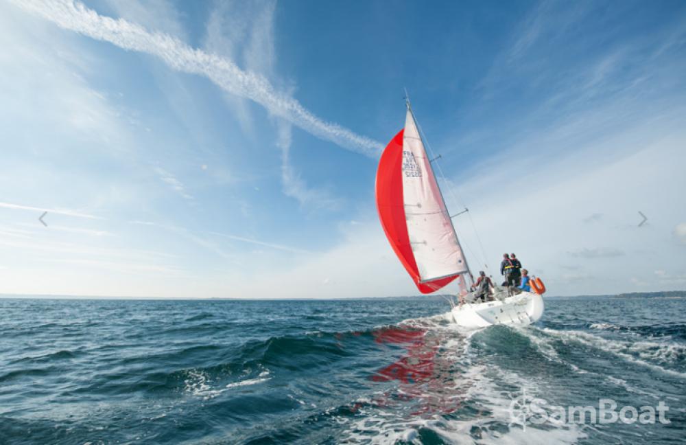 Location bateau Brest pas cher First 31.7