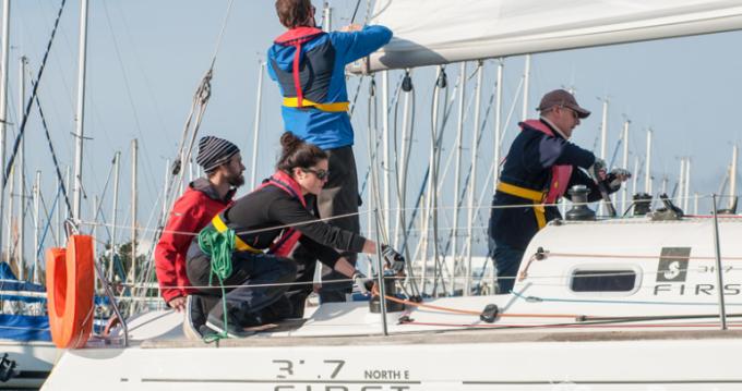 Location bateau Bénéteau First 31.7 à Brest sur Samboat