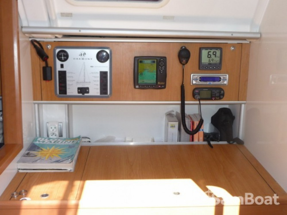 Hire Sailboat with or without skipper Poncin Yachts La Grande-Motte