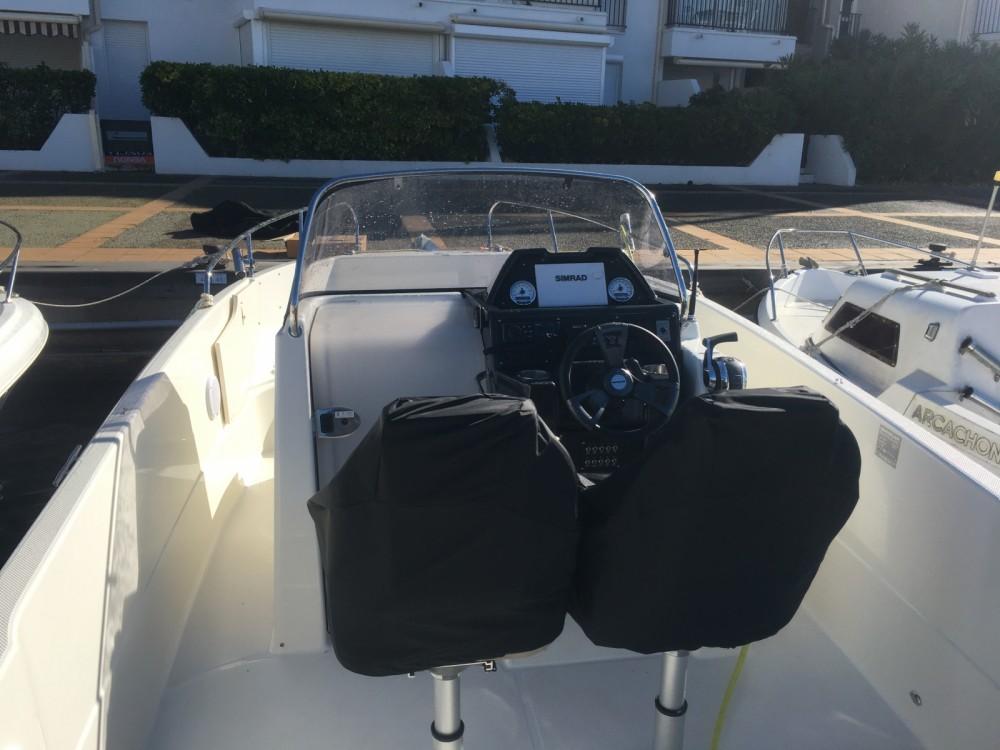Louer Bateau à moteur avec ou sans skipper Quicksilver à Agde