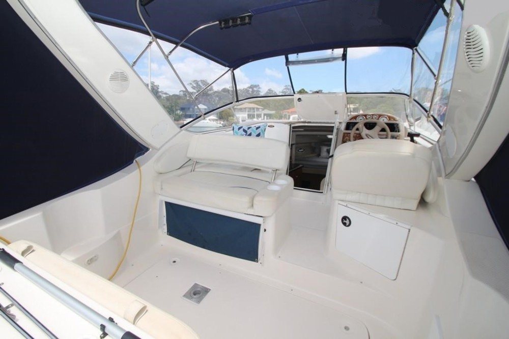 Rental Motor boat Bayliner with a permit