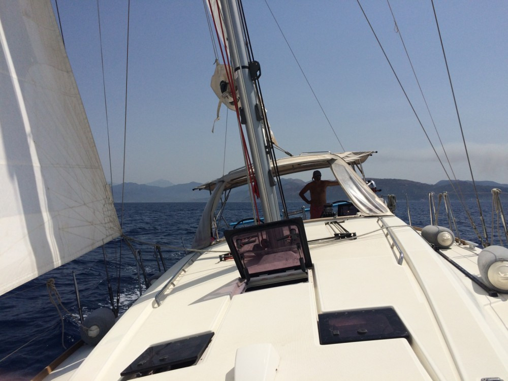 Rental Sailboat in Saint-Mandrier-sur-Mer - Bénéteau Oceanis 41