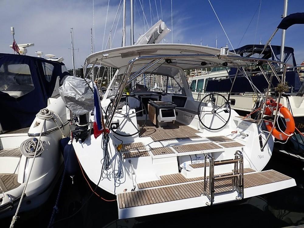 Boat rental Bénéteau Oceanis 45 in Cannes on Samboat