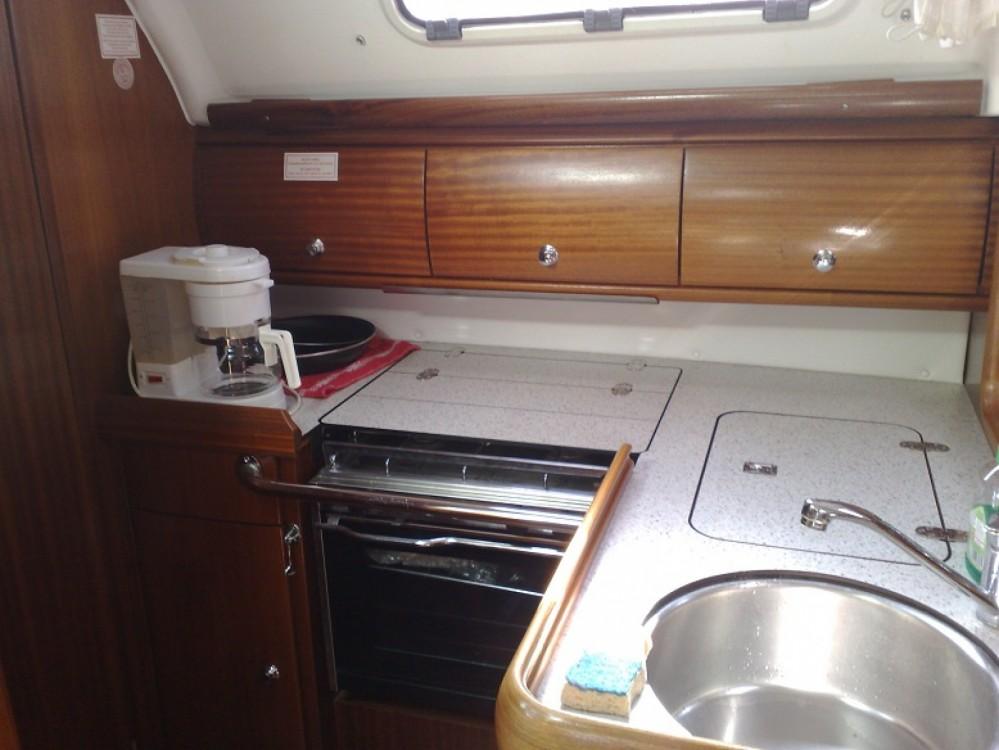 Boat rental Bavaria Cruiser 32 in Saint-Mandrier-sur-Mer on Samboat
