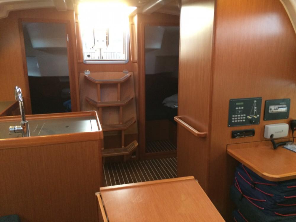 Boat rental Bavaria Bavaria Cruiser 37 in Marina Gouvia on Samboat