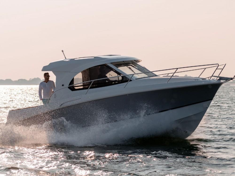 Louer Bateau à moteur avec ou sans skipper Bénéteau à Marina Kornati