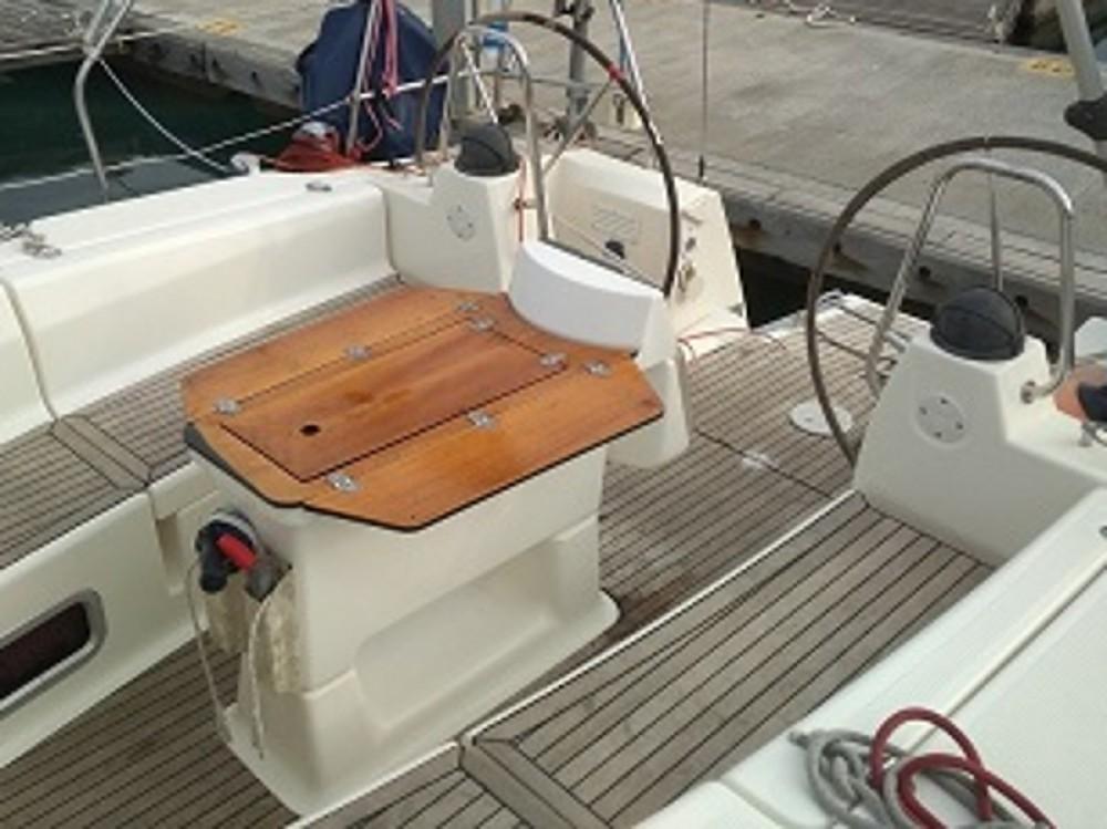 Rental yacht Laurium - Bavaria Bavaria 40 Cruiser on SamBoat