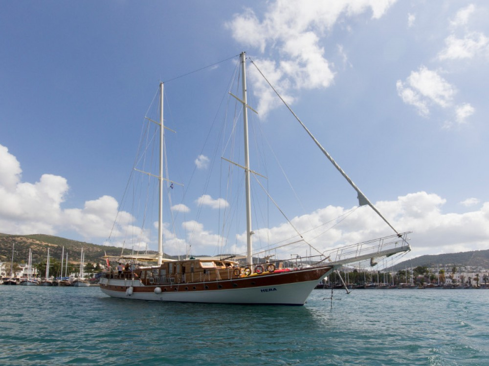 Sailboat for rent Aegean at the best price