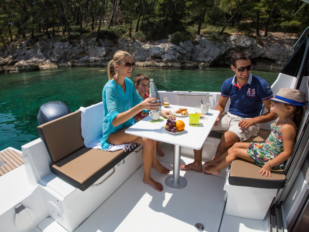 Jeanneau Merry Fisher 795 entre particulares y profesional Zadar