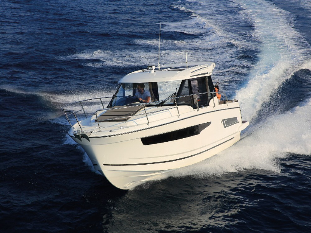 Jeanneau Merry Fisher 895 between personal and professional D-Marin Borik