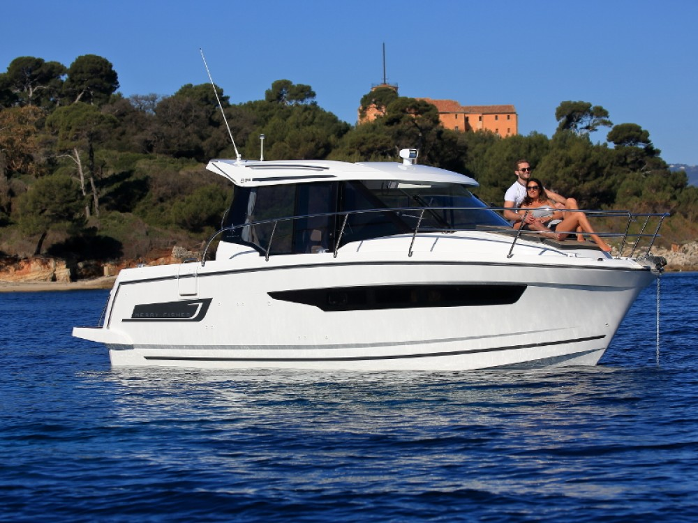 Hire Motor boat with or without skipper Jeanneau D-Marin Borik