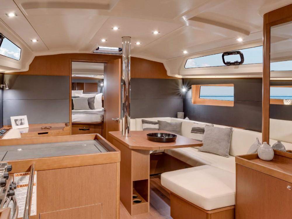 Boat rental Bénéteau Oceanis 41.1 in Marina Kaštela on Samboat