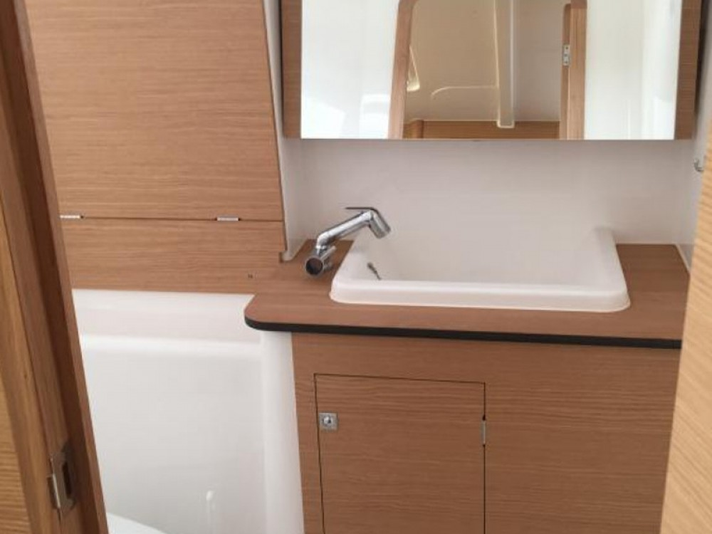 Rental Sailboat in Furnari - Dufour Dufour 382 Grand Large Notus 2016