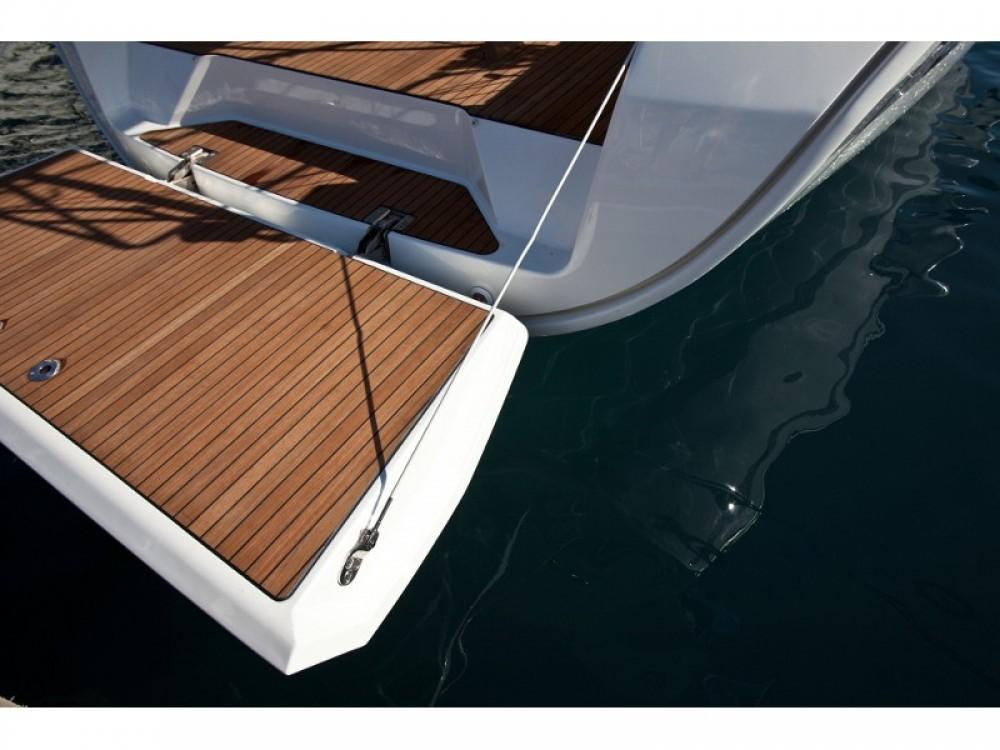 Rental Sailboat in Belém - Bavaria Bavaria 40 Cruiser S
