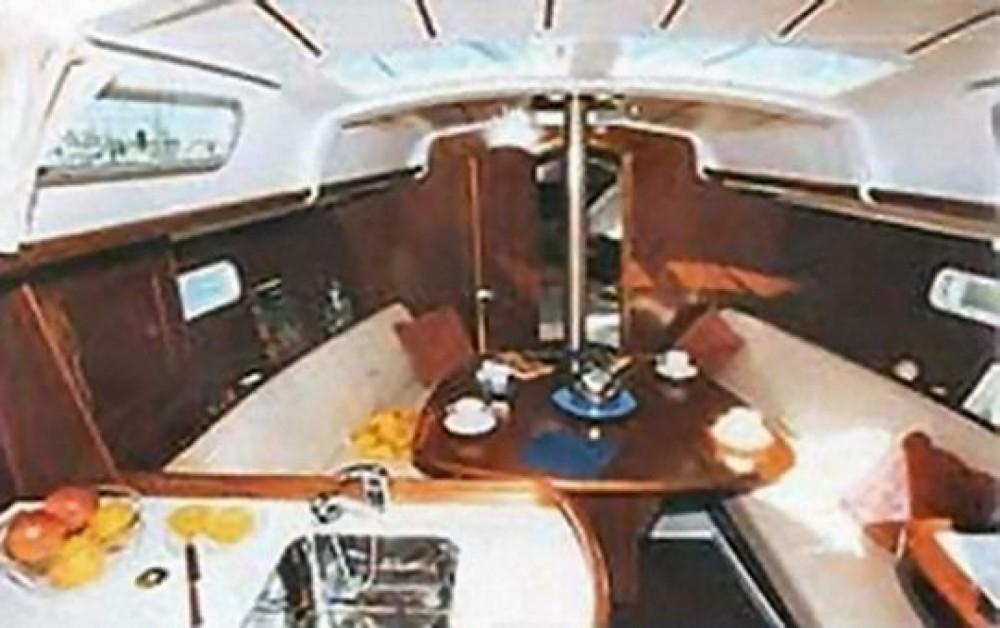 Rental yacht Funchal (Sé) - Bénéteau Oceanis 323 on SamBoat