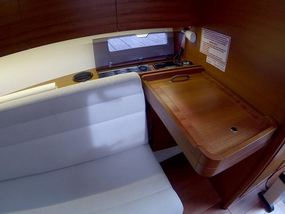 Location bateau Dufour Dufour 350 Grand Large à Sibenik sur Samboat