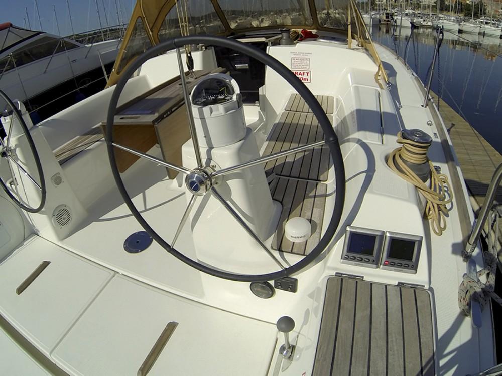Location bateau Dufour Dufour 335 GL à Sibenik sur Samboat