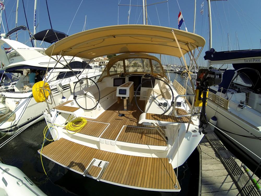 Location bateau Dufour Dufour 382 Grand Large à Sibenik sur Samboat