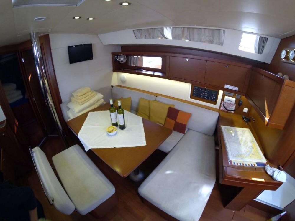 Bénéteau Oceanis 45 entre particuliers et professionnel à Sibenik