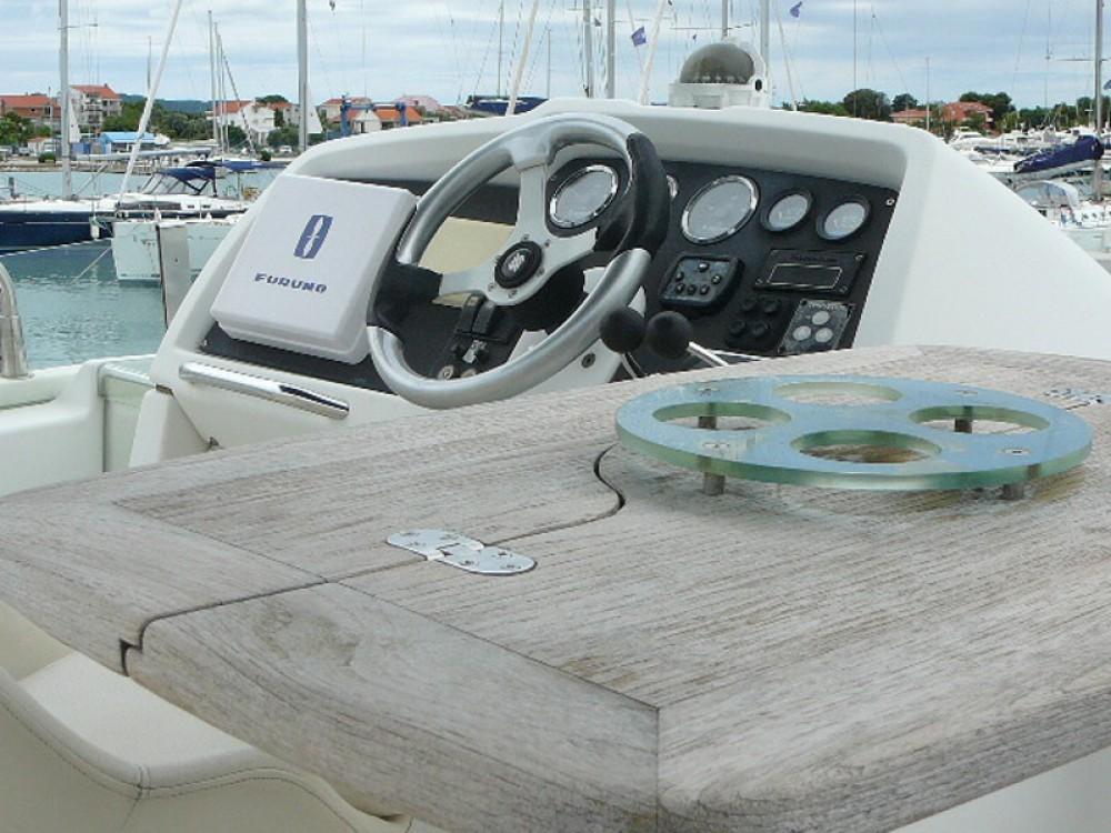 Louer Bateau à moteur avec ou sans skipper Bénéteau à Sukošan