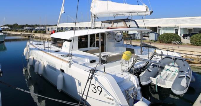 Catamaran à louer à Sukošan au meilleur prix