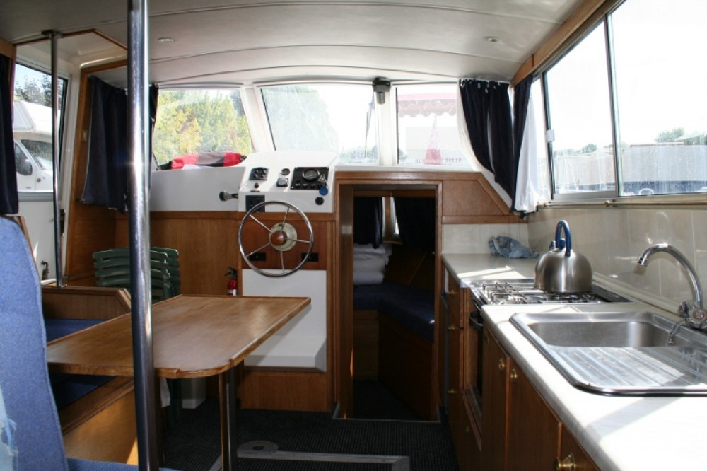 Boat rental Vermenton cheap Viking 1000