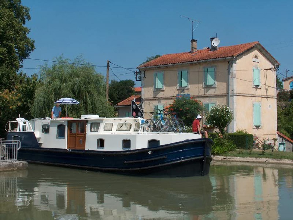 Motor boat for rent Capestang at the best price