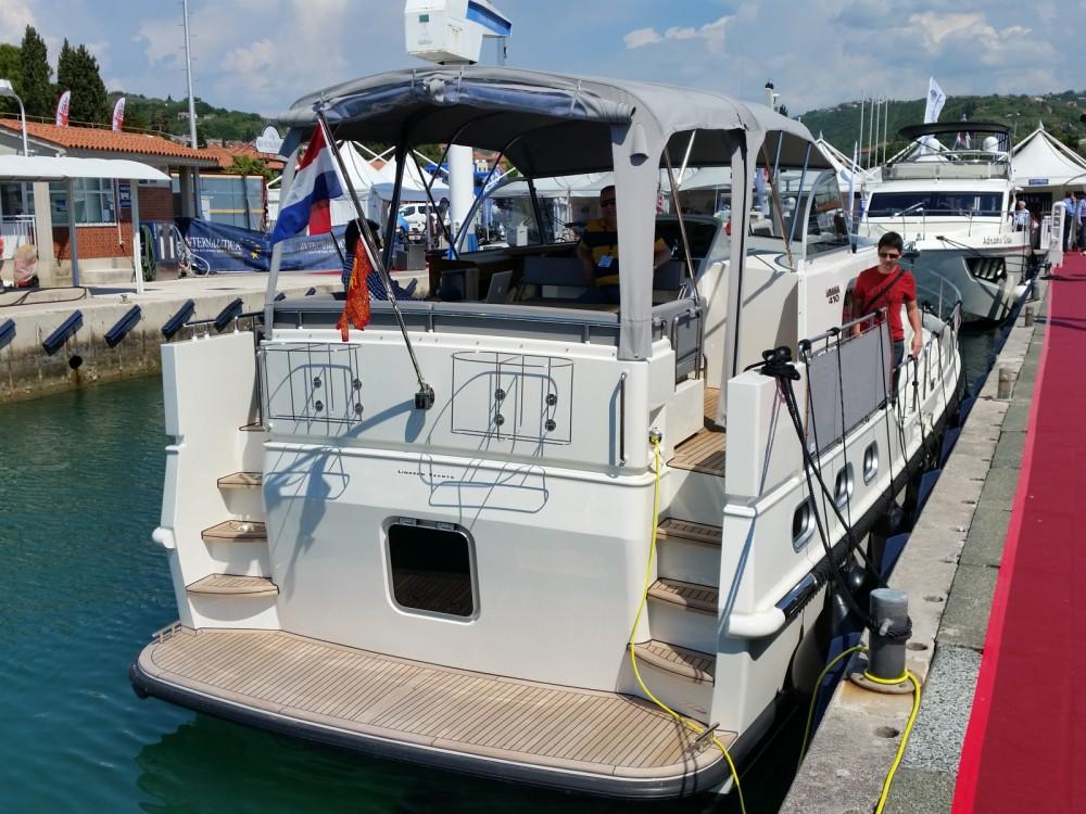 Boat rental Linssen Linssen 410 in Trogir on Samboat