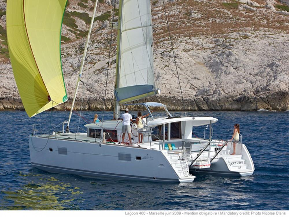 Location bateau Marina de Alimos pas cher Lagoon 400 S2
