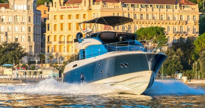 Louer Bateau à moteur avec ou sans skipper Bénéteau à Opatija